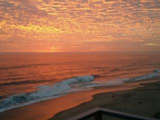 Views! Right on the beach!, Oceanside