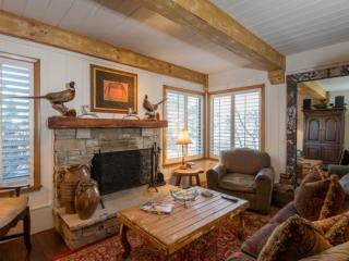 Charming Villager Condo – Pleasantly Adorned, Sun Valley