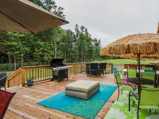 Charming and secluded home w/ spacious deck!, Midway
