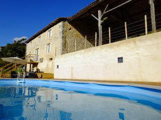 Stunning barn in rural location with private pool, Montmoreau-Saint-Cybard