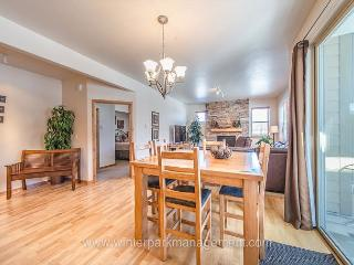 Nice and upgraded 2 bedroom condo @ Trailhead Lodge. SWIMMING POOL!!!!, Winter Park
