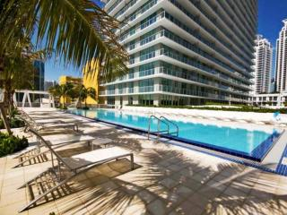 Ultra Modern 2 Bedroom Brickell Condo with Skyline Views!  **10% OFF Through April!**, Miami