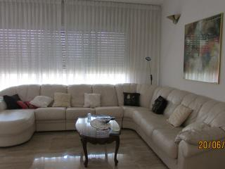 4 rooms apartment in a quiet center of Netanya