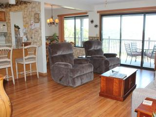 2 Bedroom 2 Bath Private Deck Units - 502, Indian Point