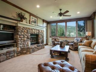 Ski In Ski Out Highlands Lodge in Beaver Creek~ Hot Tubs and Pool~ Ease, Beauty & Convenience!!