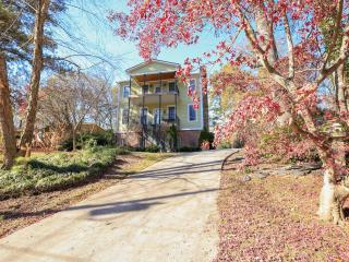 Fairway Circle Located In The Heart Of Brookhaven, Atlanta