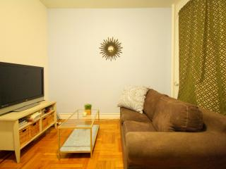 Midtown MODERN 1 Bed Near Subway, Grand Central, New York City