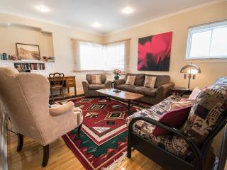 SPACIOUS 3BR HOME NEAR METRO,HEC,JGH,DOWNTOWN, Montreal