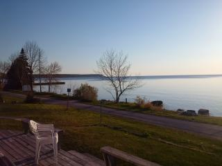 Two Bedroom Waterfront Cottag, Dyers Bay