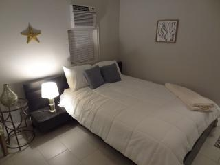 Great Cottage Walking Distance To Brickell, Miami