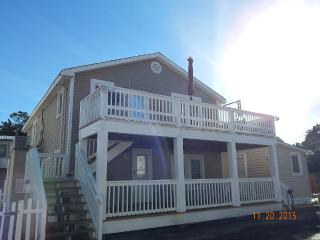 Cherry Grove Cottage- Steps to Cherry Grove Beach, North Myrtle Beach