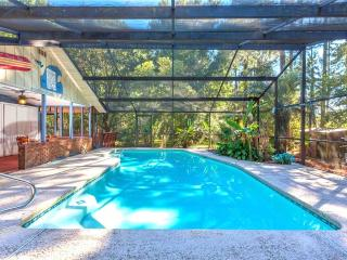 Scarlet Rose River House with Private Pool, 5 Acres, HDTV, Screened Lanai, Green Cove Springs