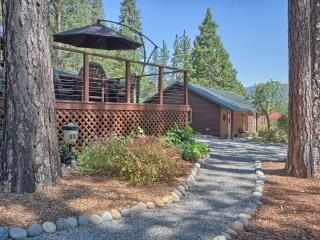 Soaring Views & Soothing Solitude in 2 Cabins, Bass Lake