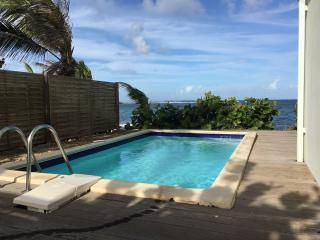 VILLA SEAVIEW: 3BR OCEAN FRONT HOUSE, Oyster Pond