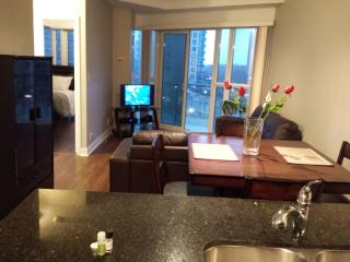 1BEDROOM+DEN LOCATION & STYLE, SQUARE ONE, Mississauga