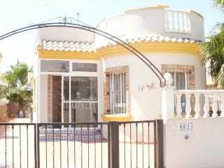 detached villa with communal pool, Guardamar del Segura