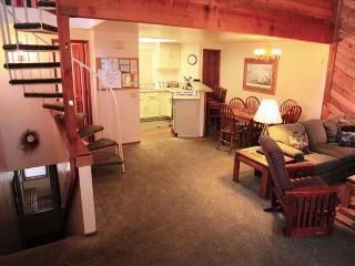 2 Bed + Loft/3, Central Location in Town, Spacious and Bright, Sleeps 10., Mammoth Lakes