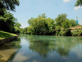 Remarkable views along the Comal River!, New Braunfels