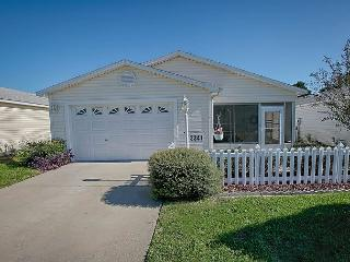 Fantastic location just minutes from the restaurants and shops on 466, The Villages
