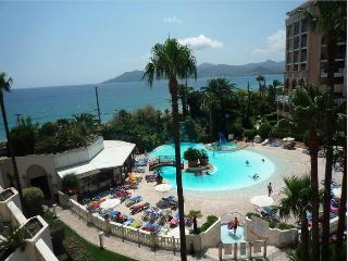 #Cannes Front Beach Pools 2/3 Rooms