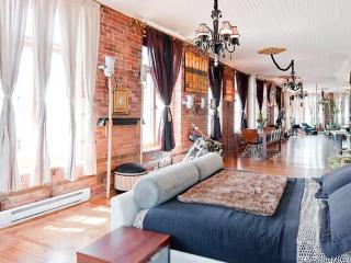 LUXURY DESIGNER LOFT IN THE HEART OF OLD MONTREAL, Montreal