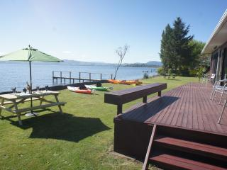 Parawai Lakehouse Sanctuary - Absolute Lake front, Rotorua