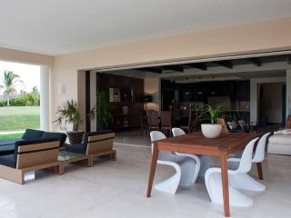 Hacienda de Mita condo, short walk to the beach!, Punta de Mita
