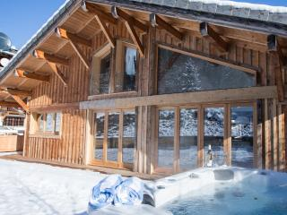 Stunning Contemporary Detached Chalet with Hot Tub, Morzine