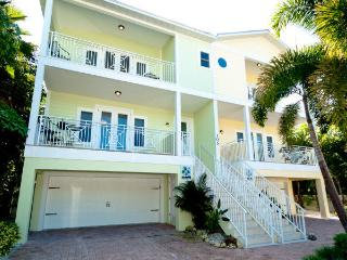 Casa Playa Luxury 4 bedroom beach to bay home, Bradenton Beach