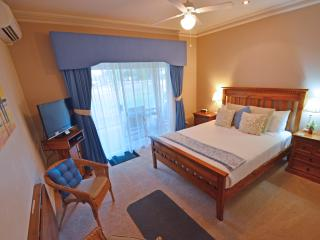 Inn The Tuarts Geographe queen room 2, Busselton