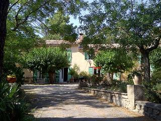 Charming Provencal farmhouse, 10 minutes from Aix, Saint-Marc-Jaumegarde