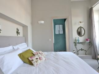 basil & mint deluxe rooms, Hermoupolis