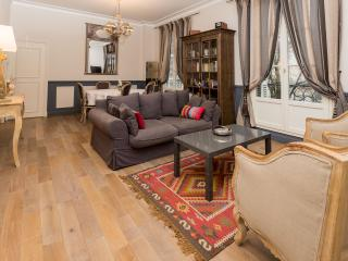 Charming 19th century 2 bedroom apartment 6 + Baby, Tours