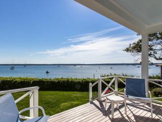 DAVIH - Outer Harbor Waterfront, Private Sandy Beach, Lush Gardens and Large Yard, Magnificent Waterviews, Vineyard Haven