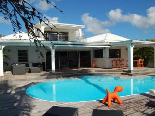 A peaceful haven with swimming pool and Jacuzzi, Baie Nettle