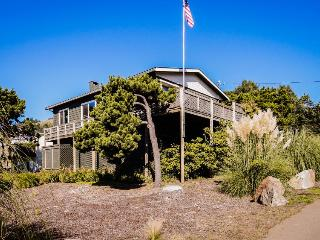 Oceanview, pet-friendly house - walk to the beach!, Lincoln City