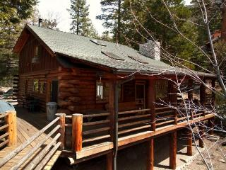 Gorgeous two-bedroom cabin w/detached guesthouse sleeps six!, Idyllwild