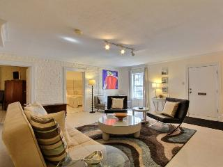 Stay in the trendiest pad in the heart of Historic Savannah!