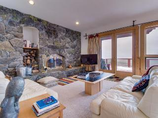 Upgraded, spacious home w/ jetted tub & luxury amenities!, Truckee