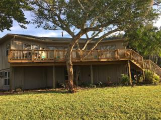 (SLEEPS UP TO 14) COMPLETELY RENOVATED, Fort Myers