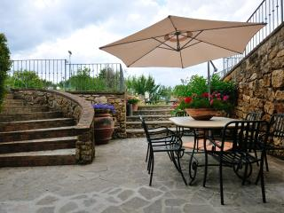 Holiday Country Apartment with pool, Chianni