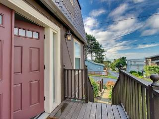 Charming Centrally Located Home With Great Ocean Views!, Lincoln City