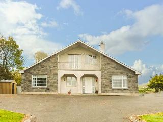 FORT COTTAGE, detached, open fire, lawned garden, four bedrooms with two en-suite, in Cootehall, Carrick-on-Shannon, Ref 928382, Knockvicar