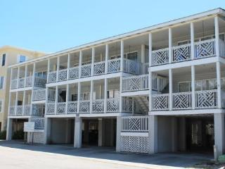 South Beach Ocean Condos, South - Unit 7 - Just Steps to the beach - Ocean View – FREE Wi-Fi, Tybee Island