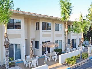 Siesta Key Beach Townhouse with Heated Pool and Accommodates up to 8 Guests, Sarasota