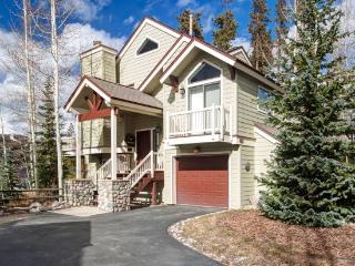 This house has it all - value, location, and beautiful decoration in downtown Breckenridge! Long-term stays welcome!