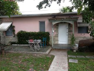 Cozy Cottage Near Ocean, Golf, etc., Pompano Beach