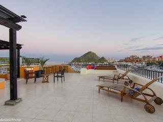 Penthouse top of Tesoro. Marina View Private Patio, Cabo San Lucas