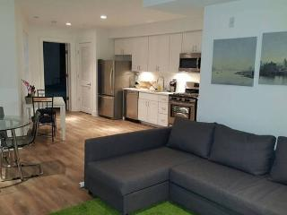 Lovely 2 Bedroom Condo-walk to metro& restaurants!, Washington DC