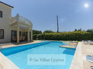 Stunning 3BR Villa, private pool,50 m from the sea, Argaka